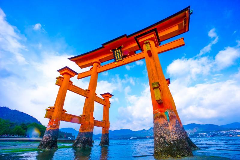 itsukushima shrine low tide featured image