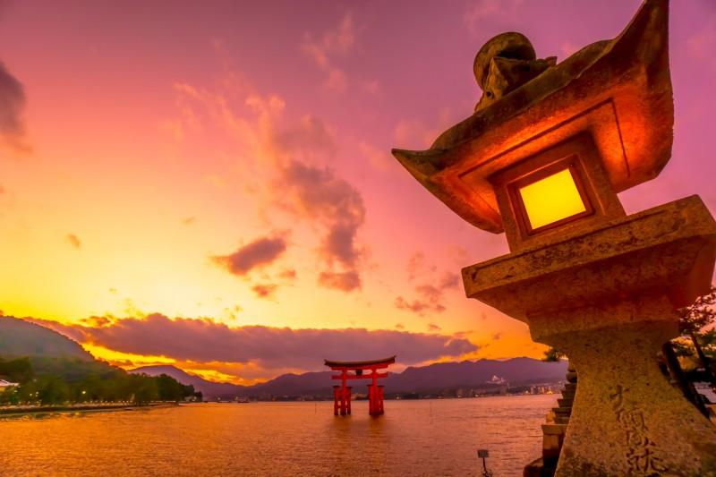 itsukushima shrine evening featured image