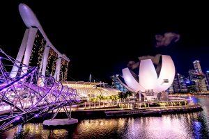 シンガポール マリーナ・ベイ・サンズ 夜景 アイキャッチ画像