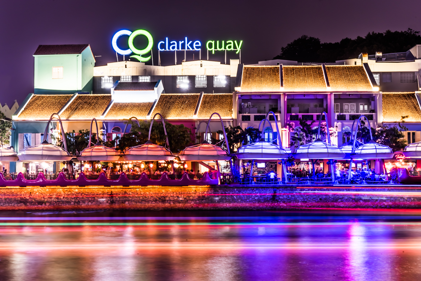 Clarke Quay: the largest night spot in Singapore