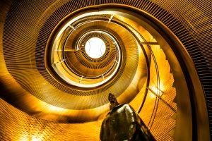 大阪 梅田 螺旋階段 アイキャッチ画像